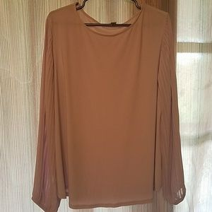 Blouse with fancy sleeves